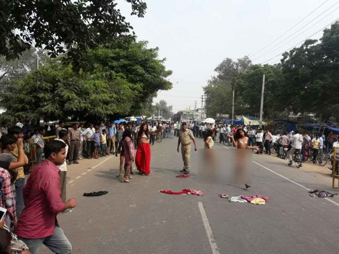 Nude Protest Of Kinnar In Agra -        -6581