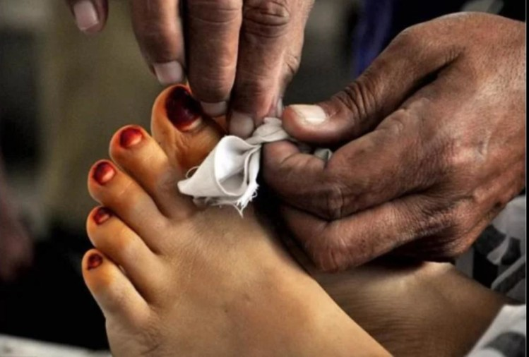 वेंटिलेटर सुविधा न मिलने से नवजात बच्चे की मां ने तोड़ा दम