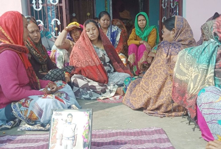 Pulwama Attack One Year: Martyr Virendra Singh Rana Wife and children Emotional