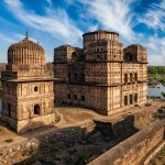travel trip to madhya pradesh small town orchha history beautiful historical buildings and forts