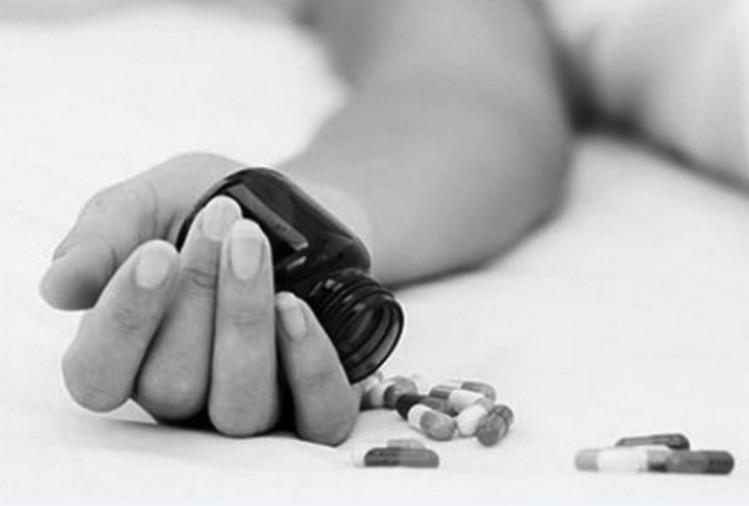 मिर्जापुर के लालगंज क्षेत्र के एक गांव में मुंबई से होली पर लौटे युवक ने गांव वालों द्वारा कोरोना वायरस संक्रमित बताने से परेशान होकर शुक्रवार की दोपहर कीटनाशक खा लिया।