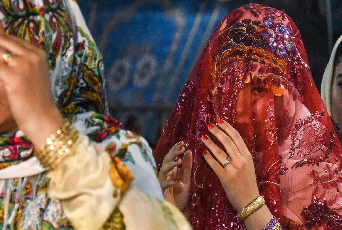 ajab-gajab-weird-shocking-laws-of-iran-देश