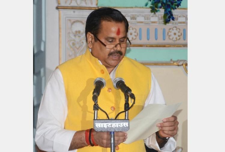 जलशक्ति मंत्री डॉ. महेंद्र सिंह ने अपनी विधान मंडल क्षेत्र विकास निधि से कोरोना वायरस से निपटने के लिए 50 लाख रुपये दिए हैं। वहीं, यूपी आईएएस एसोसिएशन ने कोरोना से बचाव व राहत को लेकर सामूहिक आर्थिक सहयोग का एलान किया है।