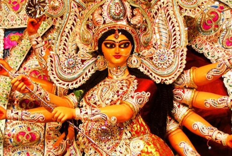 चैत्र नवरात्रि में लॉकडाउन की वजह से भले ही देवी मंदिरों पर ताले लटक रहे हों, लेकिन भक्तों की आस्था कम नहीं हुई है। घरों से मंदिरों तक जग जननी जगदंबा की भक्त सविधि आराधना कर रहे हैं। नवरात्रि की चतुर्थी को मां दुर्गा के कूष्मांडा स्वरूप की...