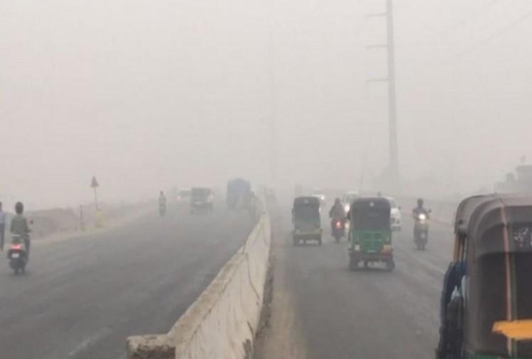 हवा में प्रदूषण का स्तर बता रहा है कि वाराणसी और हापुड़ की हवा पिछले चार दिनों में ज्यादा जहरीली हुई है। यानी वहां लॉकडाउन सफल नहीं हो पा रहा। वहीं, नोएडा प्रदूषण कम करने के लिहाज से यूपी में अव्वल है...