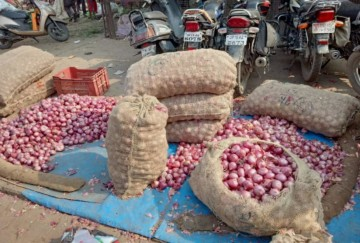 Indian government lifts ban on onion exports for farmers