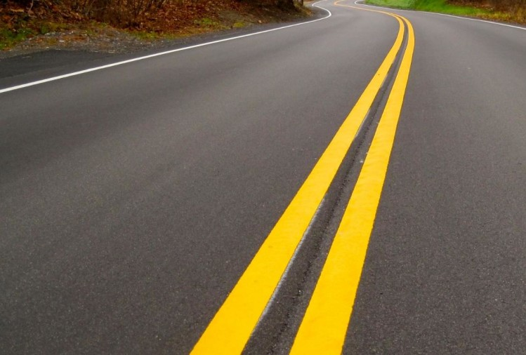 meaning of white and yellow lines on road, road signs, traffic symbols, road accident data