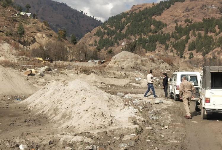 Illegal mining police raid in pabbar river rohru shimla himachal pradesh