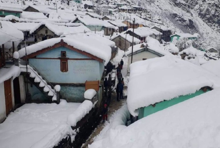 Snow Heavy Blanket Covered uttarakhand 650 villages today see Visuals