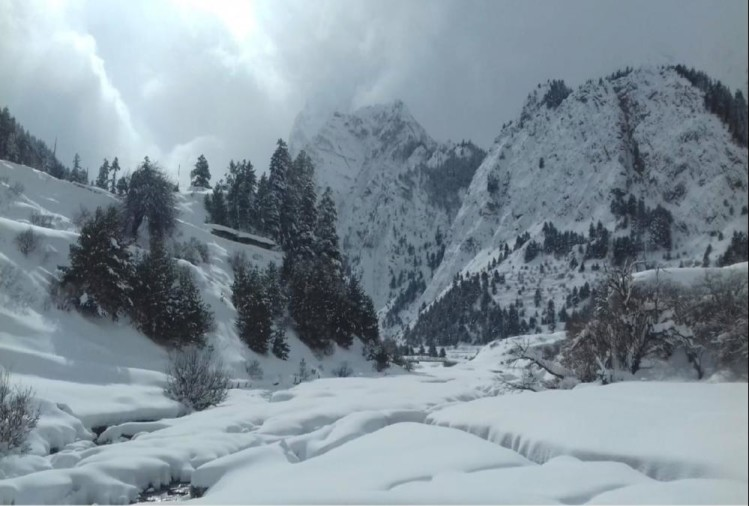 River and waterfall freeze Due to Bitter Cold weather in uttarakhand  see visuals