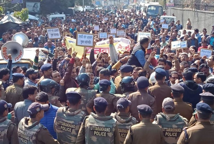 Reservation in promotion: Employees Warning Rally after Work Boycott In dehradun