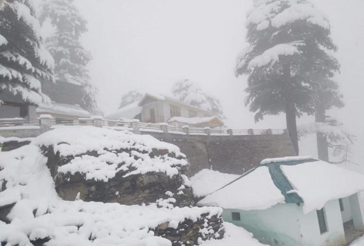 हिमाचल में ताजा बर्फबारी, कई सड़क मार्ग अवरुद्ध, हिमखंड गिरने का खतरा