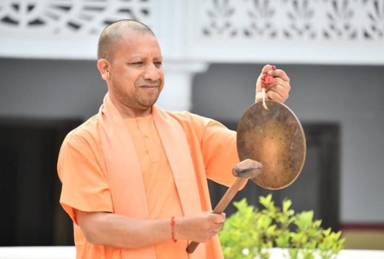 Cm Yogi Adityanath Ringing Bell For Salute After Coronavirus ...