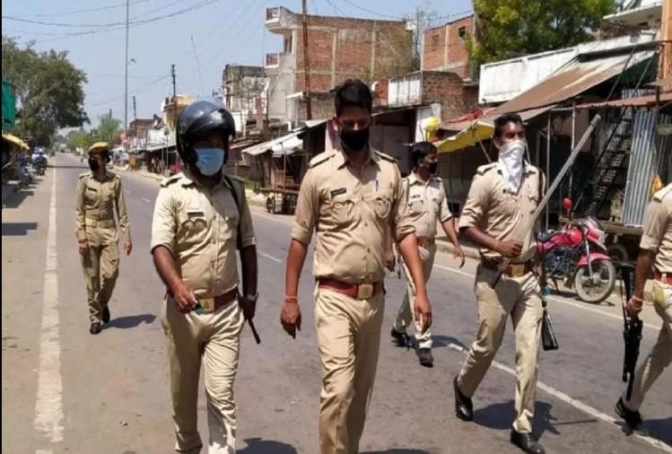 देश भर में चल रहे पूर्ण लॉकडाउन के आदेश का उल्लंघन करते हुए अमरोहा की जामा मस्जिद में सामूहिक नमाज अदा करने पर थाना पुलिस ने 11 लोगों को गिरफ्तार किया है।