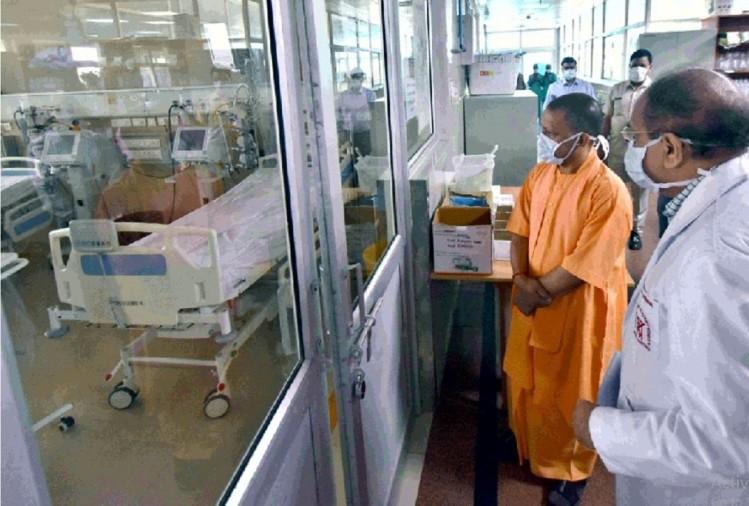 योगी आदित्यनाथ ने हिमाचल प्रदेश, जम्मू कश्मीर, लद्दाख, उड़ीसा, केरल व तमिलनाडु समेत कई और राज्यों में नोडल अफसर तैनात कर दिए हैं। मुख्यमंत्री ने राजधानी में संजय गांधी पीजीआई के ट्रॉमा सेंटर में बने 210 बेड वाले कोविड अस्पताल का निरीक्षण किया।