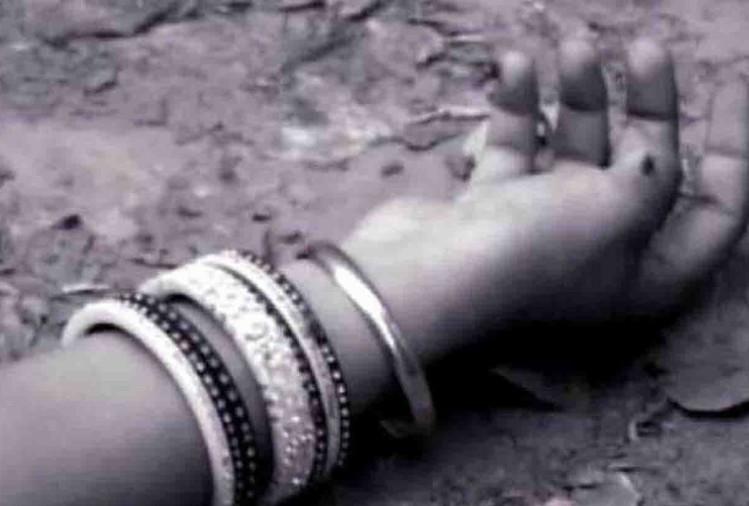 कानपुर देहात में अकबरपुर कोतवाली के स्वरूपपुर गांव में दीपा उर्फ तृप्ति (23) की संदिग्ध हालत में मौत हो गई। ससुरालियों ने मृतका के पिता रामसेवक यादव निवासी लहरापुर, अकबरपुर को दीपा की बीमारी से मौत की खबर दी।