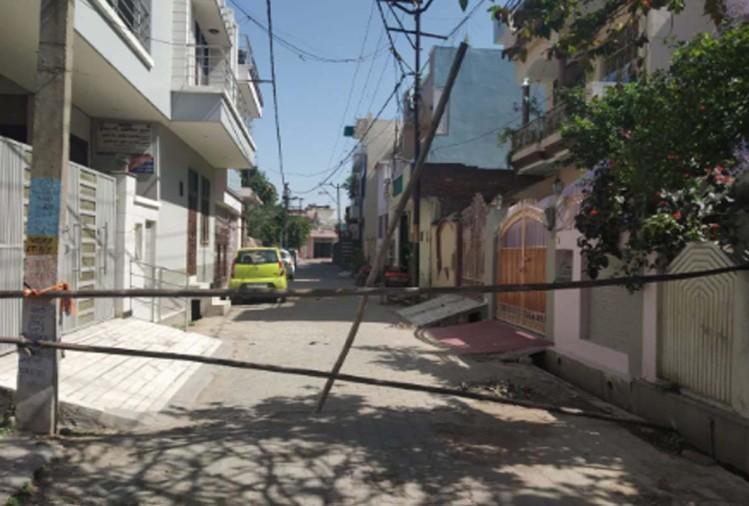 स्वास्थ्य विभाग की टीम और प्रशासन ने शहर के लिसाड़ीगेट क्षेत्र में एक कोरोना वायरस का संदिग्ध मिलने के बाद यहां कई इलाकों को सील कर दिया है -