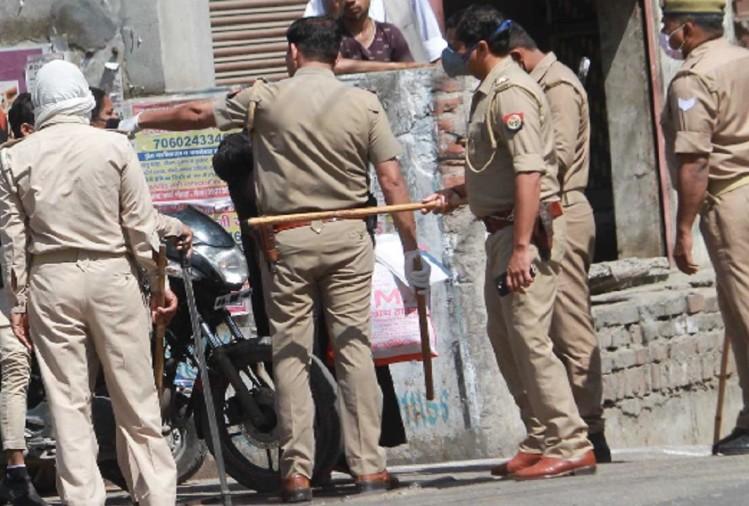लॉकडाउन का पालन कराने को लेकर मेरठ में सोमवार को दो पक्षों में मारपीट और पथराव हो गया। जिसमें छह लोग घायल हो गए। पुलिस ने तीन लोगों को गिरफ्तार किया है।