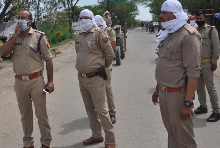 शामली जनपद के कस्बा बाबरी में लॉकडाउन में घर की छत पर 15-20 लोगों को नमाज पढ़ाने के मामले में पुलिस ने मुकदमा दर्ज कर लिया। इस मामले में पुलिस ने नमाज पढ़ाने के आरोपी हाफिज को गिरफ्तार कर लिया।
