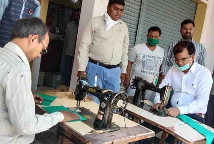 कोरोना महामारी से निपटने के लिए जिस से जो हो रहा है मदद कर रहा है। उत्तर प्रदेश के औरैया जिले में दो टेलर गरीबों तक मास्क पहुंचाने के लिए दिनरात मेहनत कर रहे हैं। मंलगवार को यहां कुछ ऐसा हुआ कि हर कोई देखता रह गया।