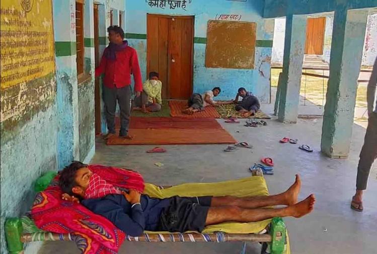 फर्रुखाबाद में सोमवार को कोरोना की जांच को सैंपल लेने के बाद आइसोलेशन वार्ड से फरार हुएमहिला समेत दोनों लोगों को पकड़ लिया गया था। हालांकि मंगलवार को दोनों की रिपोर्टनिगेटिव आई है। इसके बाद उन्हें घर में ही 14 दिन तक रहने की हिदायत दी गई है।