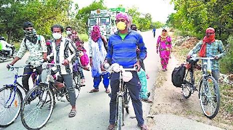 अलवर से पीलीभीत साइकिल से पहुंचे प्रवासी मजदूर