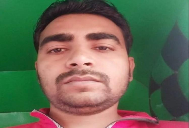 महराजगंज के पनियरा थाना क्षेत्र के मुजुरी गांव के रसूलपुर निवासी सोहन (30) महाराष्ट्र के भुसावल में ट्रक की चपेट में आने से मौके पर मौत हो गई। मौत की खबर मिलते ही परिवार में कोहराम मच गया।