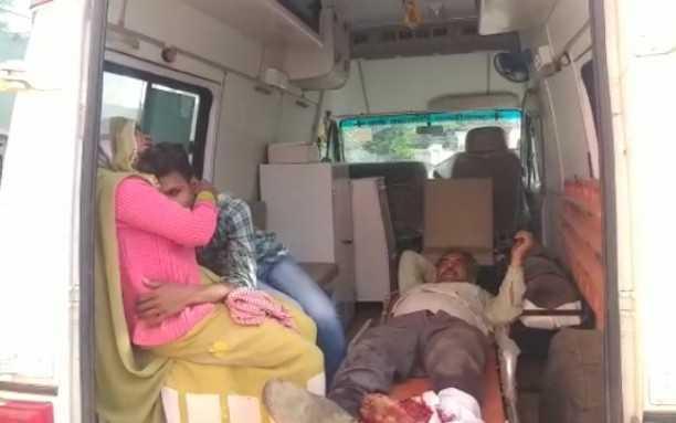बुधवार तड़के मांट राया मार्ग पर नन्द नगरिया मोड़ पर दो बाइको की आमने सामने भिड़त हो गई जिसमें तीन घायल हो गए।घायलों को जिला अस्पताल के लिए रेफर कर दिया गया है।