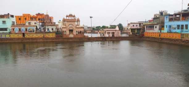 मथुरा में सोमवार को सुबह से ही मौसम बिगड़ गया सुबह करीब 7:30 बजे तेज हवा चलने लगी और रिमझिम शुरू हो गई जिलेभर में तेज हवा के साथ बारिश हुई